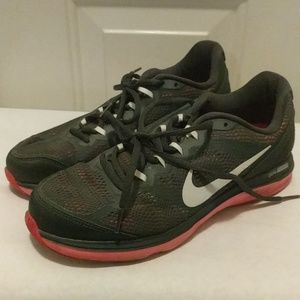 Size 9.5 Nike sneakers women's in good condition